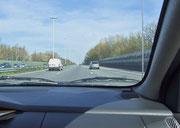Die Autobahn aus Brüssel raus ist mit hunderten (!) von Leuchtkandelabern versehen