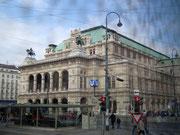 Die Staatsoper Wien . . .