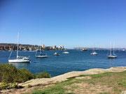 Diese Bucht ist den Segelschiffen vorenthalten. Im Hintergrund Fährschiffe