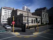 Schönes Gebäude an der Straßenecke