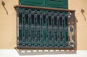 Schöne Gusseisenarbeit an einem «französischen» Balkon