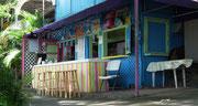 Bunte karibische Bar am Strassenrand !