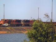 Immer mindestens zwei kräftige Diesel-Lokomotiven zum Ziehen