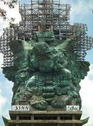 33 Mio. US-Dollar Baukosten / 900 t Gewicht der Statue / 4000 t Gesamtgewicht
