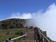 Ein letzter Versuch in den aktiven Vulkan «Cirque de Mafate» zu blicken, misslingt einmal mehr . . .