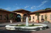 Eingang des Hotels «Il Piccolo Castello» in Monteriggioni