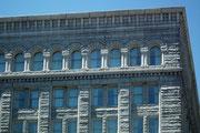 Grossartige Fassade aus gehauenen Steinquadern