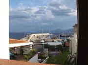 Blick aus dem Hotelfenster auf den Hafen von Cala Gonone