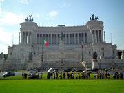 Die Piazza Venezia mit dem Monumento Vittorio Emanuele II.