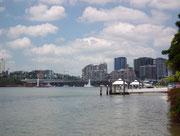 Interessante Anlegestellen für Schiffe und Boote zu Privatvillen und Restaurants