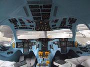 von der kompletten Cockpit-Anordnung bis zu den einzelnen Griffen und Knöpfen
