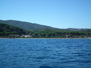 Um die Landzunge herum und vorbei an der Bucht von Naregno . . .