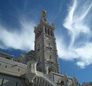 Schönes Wolkenbild über der «Bonne mère», wie die Basilika im Volksmund genannt wird
