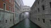 Die Seufzerbrücke verbindet den Dogenpalast mit dem Gefängnis.