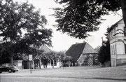 "Ca. 1950, rechts das Haus ""Rose"" (abgebrochen Anfang der 1950er Jahre)"