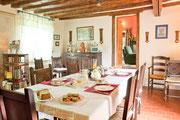 salle à manger: table des petits déjeuners