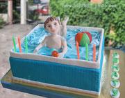 Мальчик в бассейне. Вес торта 4,8 кг