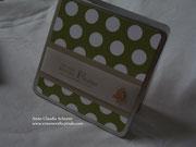 Kleine Geschenkbox zu Weihnachten in Olivgrün