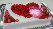 ウェディングケーキ、スクエア型。ハート型デザイン