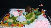 ウェディングケーキ、スクエア型。あるゴルフ場をイメージしたデザインです
