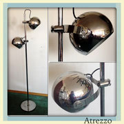 Lámpara cromada 2 bolas  / REF: LAMP- 0 / 1,60 cm. alto / 1 unidad / Arriendo: $ 18.000 / Garantía: $ 80.000