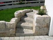 Treppenaufgang mit Tegula-Steine und Granitleistensteine