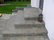 Treppe aus Tegula-Steinen.Farbe Melapyr