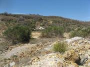 La discarica della miniera e sullo sfondo la vecchia solfara