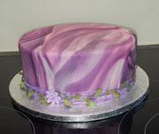 Vanillekuchen mit Zwetschgen-Frischkäse-Mascarpone-Füllung. Deko Fondant