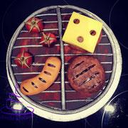 Schokoladenkuchen mit Orangen-Buttercreme mit einem Schuss Cointreau. Deko Fondant.