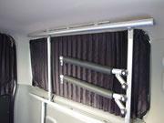 カーテンレールがドアの凹部に付くので、トランポプロの各種キットと併用できます。