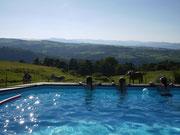 famille bretonne à la piscine