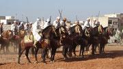Hommes et chevaux au départ