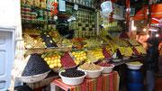 Etal de citrons confits et d'olives