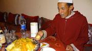 Au Maroc, le couscous se mage avec les doigts