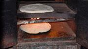 Le pain cuit dans un four à gaz