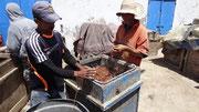 Essaouira : préparation des lignes de pêche