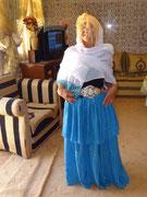 Elle habille Colette comme une mariée du village