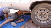 Remise en place sous le c-c du pneu éclaté