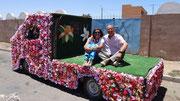 Sur le véhicule du prétendant qui va apporter des présents à ses futurs beaux-parents
