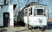 Zug mit Tw 352 an der Endhaltestelle Rottluff