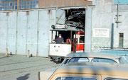 historischer Wagen Nr. 69 bei der Ausfahrt aus dem Depot Rottluff