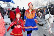 samische trachten auf dem Wintermarkt in Jokkmokk