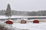 Lapplands Drag Gästehütten im ersten Schnee