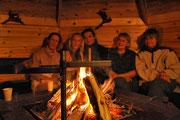 Den Abend am Feuer  geniessen