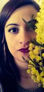 DANIELA C. - La mimosa è il fiore che più assomiglia a una donna: lo guardi ed è bello,  ma se vuoi davvero apprezzarlo ne devi sentire l' essenza
