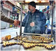 vendeur de marrons dans les petites rues de Karaköy