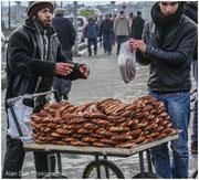 vendeurs de simit, pain traditionnel turque aux graines de sésame