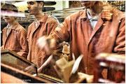 près du bazar égyptien, maison fameuse qui torréfie et vend directement son café