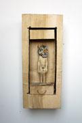 Kiste 26 - Junger Mann mit Tigermaske, Pappelholz, Farbe, Schnur, 2014